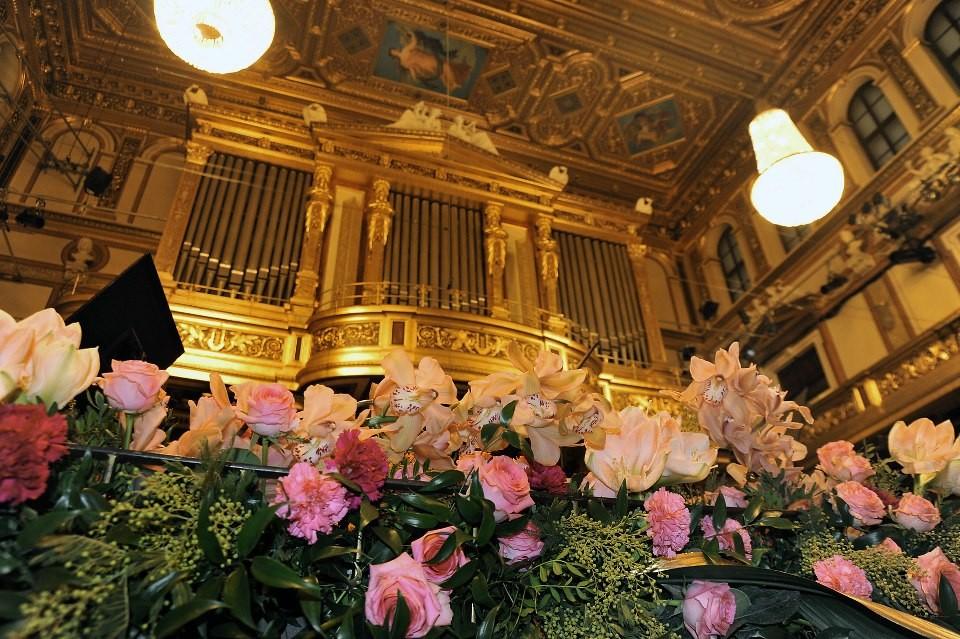 Море от цветя в Златната зала на Виенската опера (ГАЛЕРИЯ) thumbnail